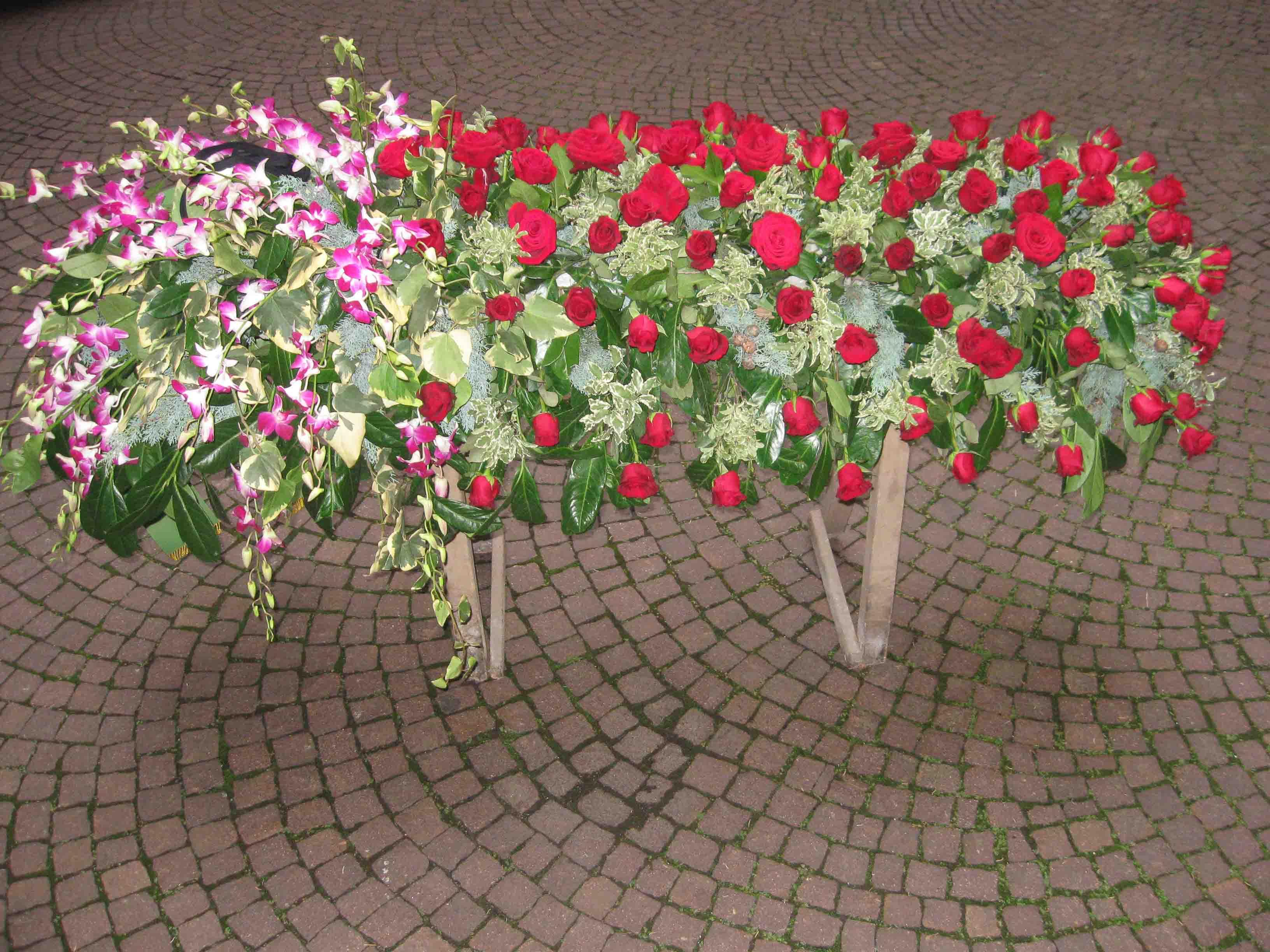 Fiori, corone, cuscini per funerali a Milano - consegne a domicilio in tutto il mondo